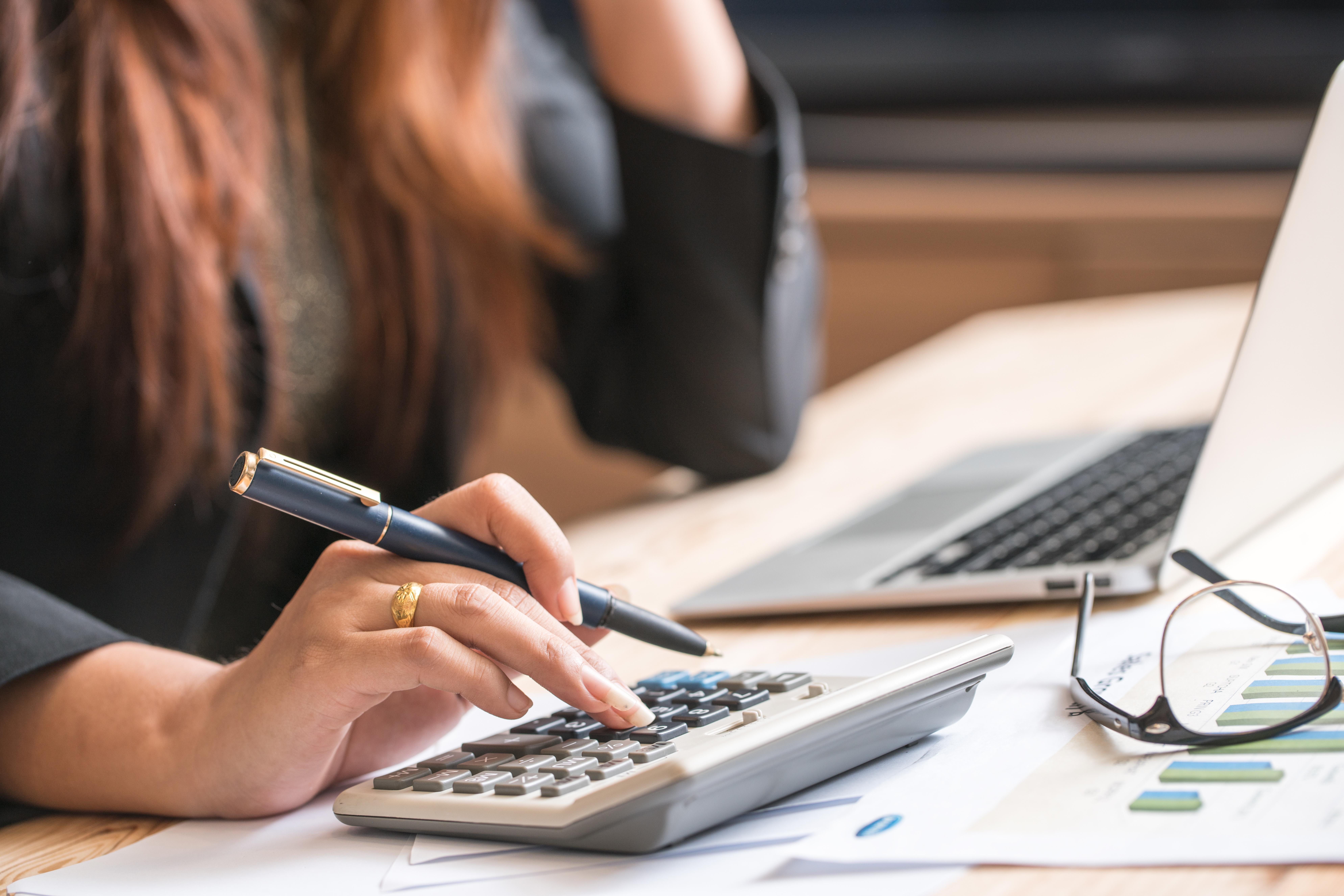 Estimation de salaire en allemagne par des experts financier.